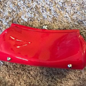 La Regale Bags - Red patent leather clutch